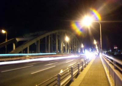 真夜中の新御堂筋(こわぁ~)から歩いて帰ると西中島でお姉ちゃんの攻撃にあう(;^ω^)