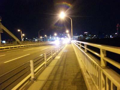 新御堂筋淀川をかかる橋の上2