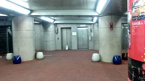 エレベーターで降りたところのホール