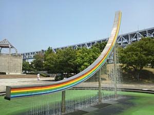 大橋をイメージしたオブジェ型噴水