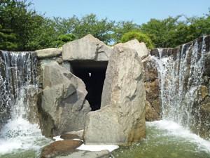 滝内部への入り口