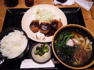 せっかく名古屋に来たのできしめんかつ定食にしました。